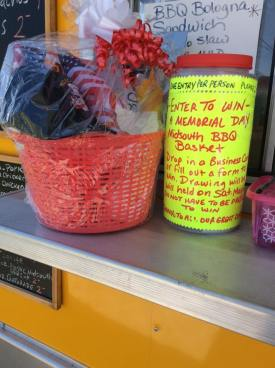 Memorial Day Basket Entry Winner Midsouth BBQ Food Yellow Trailer Covington Tn Tipton County